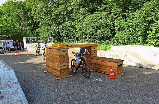 fritz leonhardt realschule in stuttgart degerloch sch ler besch ftigen sich mit fahrradfahren. Black Bedroom Furniture Sets. Home Design Ideas