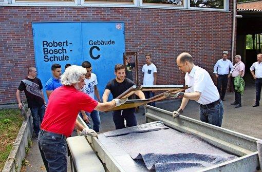robert bosch schule sch ler restaurieren teile einer stra enbahn zuffenhausen stuttgarter. Black Bedroom Furniture Sets. Home Design Ideas