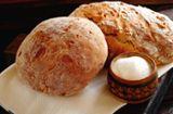 Bräuche: Warum schenkt man Brot und Salz zum Einzug?