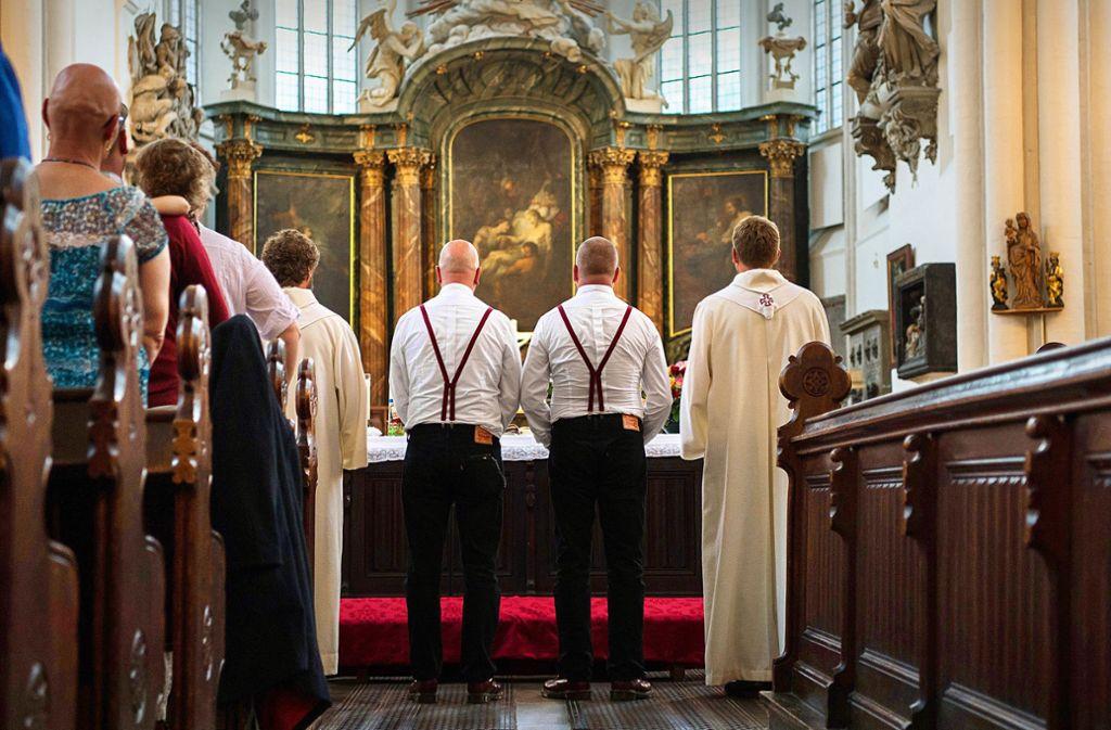 Homo-Ehe in Kirche: 170 Gemeinden wollen Homopaare segnen