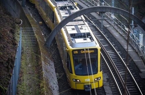 Stadtbahnen und Busse bringen die Menschen in der Silvesternacht sicher nach Hause. Foto: Lichtgut/Achim Zweygarth