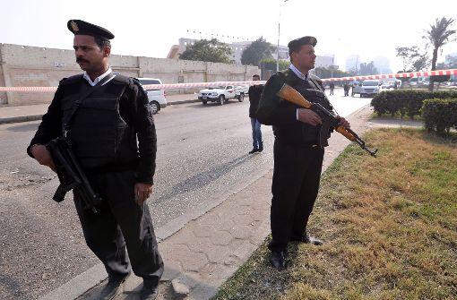 Sechs Polizisten bei Bombenanschlag getötet