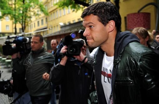 Michael Ballack ist im DFB-Trainingslager auf Sizilien angekommen. Foto: dpa