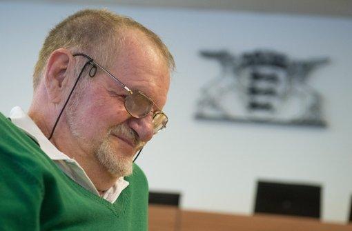 Rentner Dietrich Wagner ist seit den Wasserwerferstößen am Schwarzen Donnerstag im Stuttgarter Schlossgarten fast blind. Foto: dpa