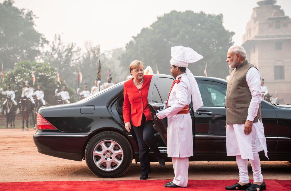 Kanzlerin Merkel Auf Indien Reise Zwischen Merz Und Modi