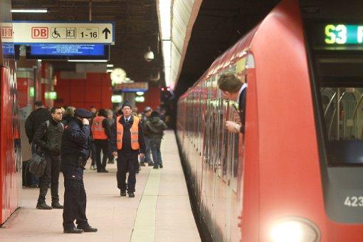 Die S-Bahn in der Region Stuttgart - hier im Rosensteintunnel (Foto) - hat massive Probleme mit der Pünktlichkeit: Seit Beginn der Messungen 2003 gab es keine so geringen Pünktlichkeitswerte, wie der Verband Region Stuttgart (VRS) nun mitteilt. Im ... Foto: www.7aktuell.de/Florian Gerlach