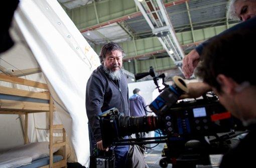 Ai Weiwei filmt auf dem Flughafen Tempelhof