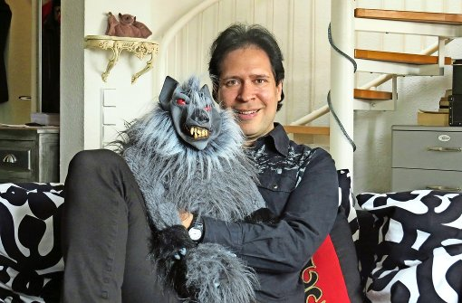 Der Comedian mit der Werwolfpuppe
