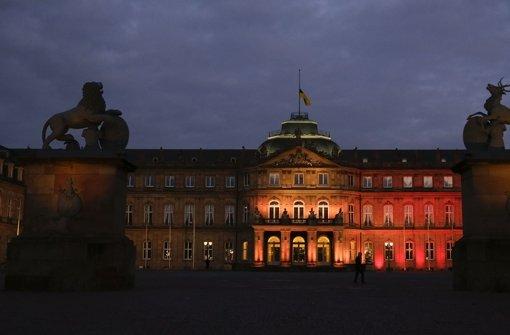 Das Neue Schloss in Stuttgart in die Farben der belgischen Trikolore gehüllt. Foto: Lichtgut/Leif Piechowski