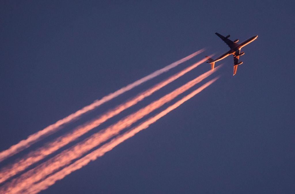 Viele Flugzeuge Am Himmel