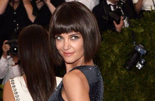 Katie Holmes greift auf einen Style zurück, den sie früher schon trug: Ein akurat geschnittener Pagenkopf mit Pony. Foto: dpa