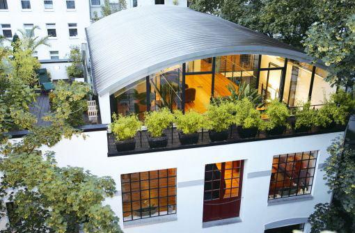 offen f r neues ein bett in einem gro en raum reicht nicht bauen wohnen stuttgarter. Black Bedroom Furniture Sets. Home Design Ideas