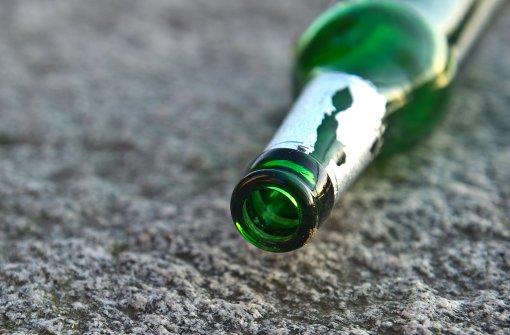 Mit Bierflasche auf den Kopf geschlagen