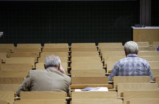 Gasthörer an der Universität Stuttgart sind häufig schon vor den Studenten im Hörsaal Foto: Leif Piechowski