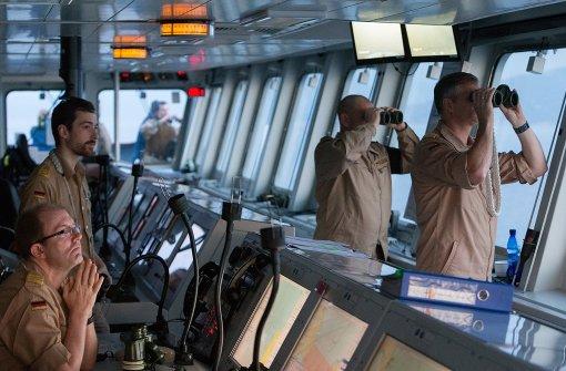 Bundeswehr rettet 49 Flüchtlinge aus dem Wasser