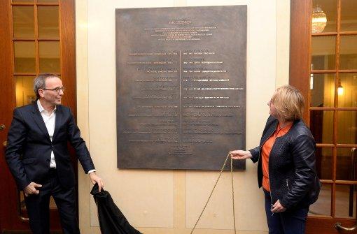 Wandtafel erinnert an Opfer der Nazis