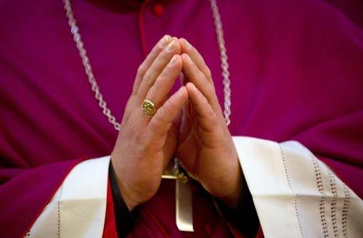 """Katholische Krankenhäuser in Deutschland dürfen vergewaltigten Frauen die """"Pille danach"""" verordnen, wenn sie die Befruchtung verhindert und nicht abtreibt. Darauf haben sich die deutschen Bischöfe in Trier geeinigt. Foto: dpa"""