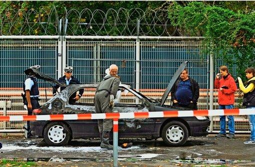 Das ausgebrannte Wrack des Autos von Florian Heilig. Der Neonazi-Aussteiger nahm sich im September 2013 in Stuttgart das Leben. Foto: dpa
