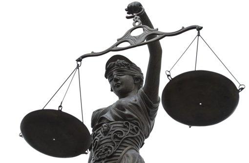 Die Richter am Tübinger Landgericht haben einen 51-Jährigen wegen erpresserischen Menschenraubs zu sechseinhalb Jahren Gefängnis verurteilt. (Symbolfoto) Foto: dpa
