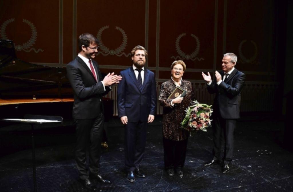 Hugo-Wolf-Akademie: Auszeichnung für Sängerin Elly Ameling - S-zene ...