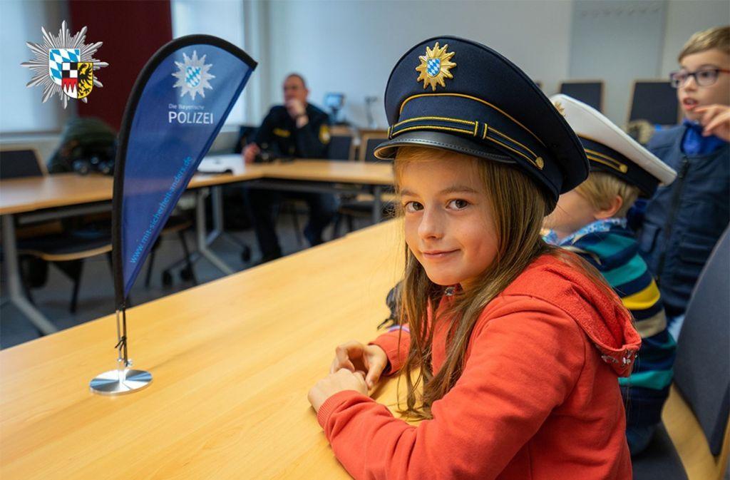 Ansbach - Achtjährige bewirbt sich bei Polizei – Beamte laden sie ein - Stuttgarter Nachrichten