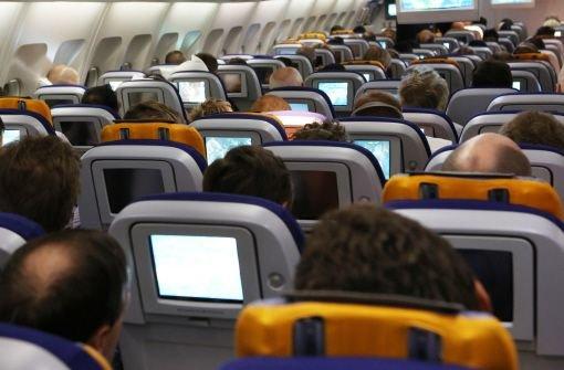 Noch nie starben so wenige im Luftverkehr wie 2012, haben Unfallanalysten errechnet. Sicherste Fluglinie ist demnach die Finnair; die Lufthansa erreicht im JACDEC-Ranking Platz elf. Foto: dpa