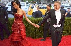 In welche Richtung solls gehen? Amal und George Clooney beim Met Ball in New York. Foto: dpa