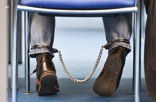 Drei Männer müssen lange hinter Gitter