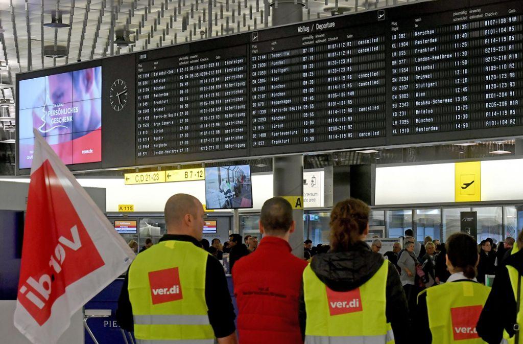 Nach Warnstreiks: Noch kein Kompromiss zu Lohn für Flughafen-Sicherheitsleute