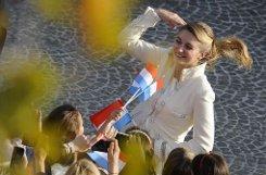 Stéphanie nimmt Glückwünsche der Luxemburger entgegen. Foto: dpa