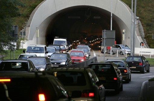 Heslacher Tunnel nach Unfall gesperrt