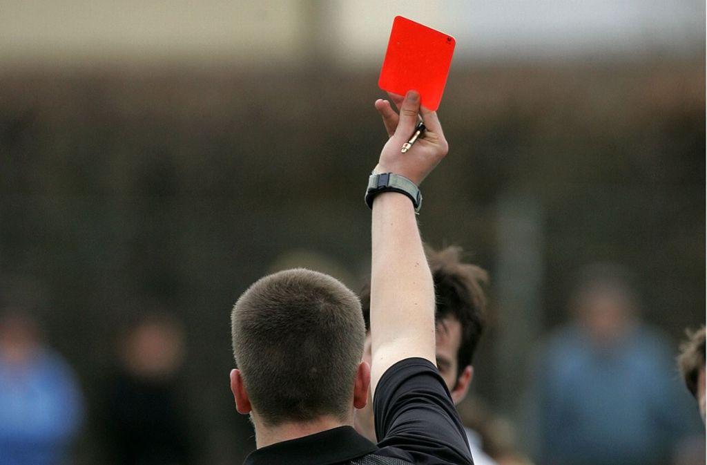 Kreisligaspiel In Neckartenzlingen Spieler Tritt