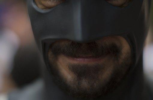 Angestellter verfolgt Räuber mit Batman-Maske