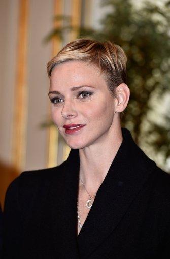 neuer haarschnitt von charlene moderne mà nnliche und weibliche