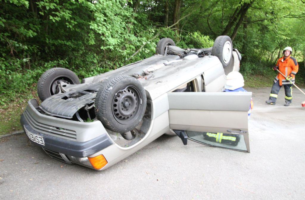 Kurioser Unfall In Ostfildern 87 Jähriger Legt Mercedes Aufs Dach