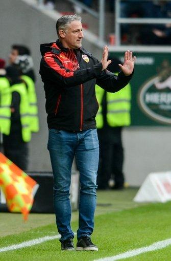 """Jürgen Kramny: """"Das war heute von der ersten Minute an ein super intensives Spiel. Wir haben eigentlich gut ins Spiel reingefunden und waren viel am Ball. Aber mit der ersten Aktion leiten wir dann den Rückstand ein.""""  Foto: dpa"""