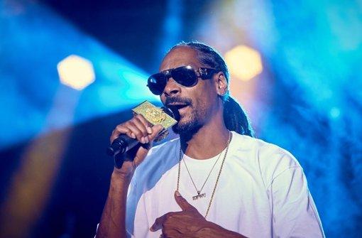Snoop Dogg disst Arnold Schwarzenegger