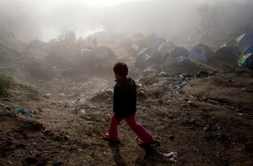 Nach den starken Regenfällen scheint nach langer Zeit wieder die Sonne in Idomeni. Foto: AP