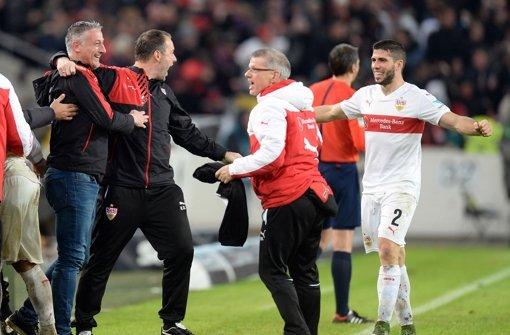 Kollektiver Jubel beim VfB Stuttgart nach dem 2:1-Erfolg gegen den Hamburger SV. Foto: dpa