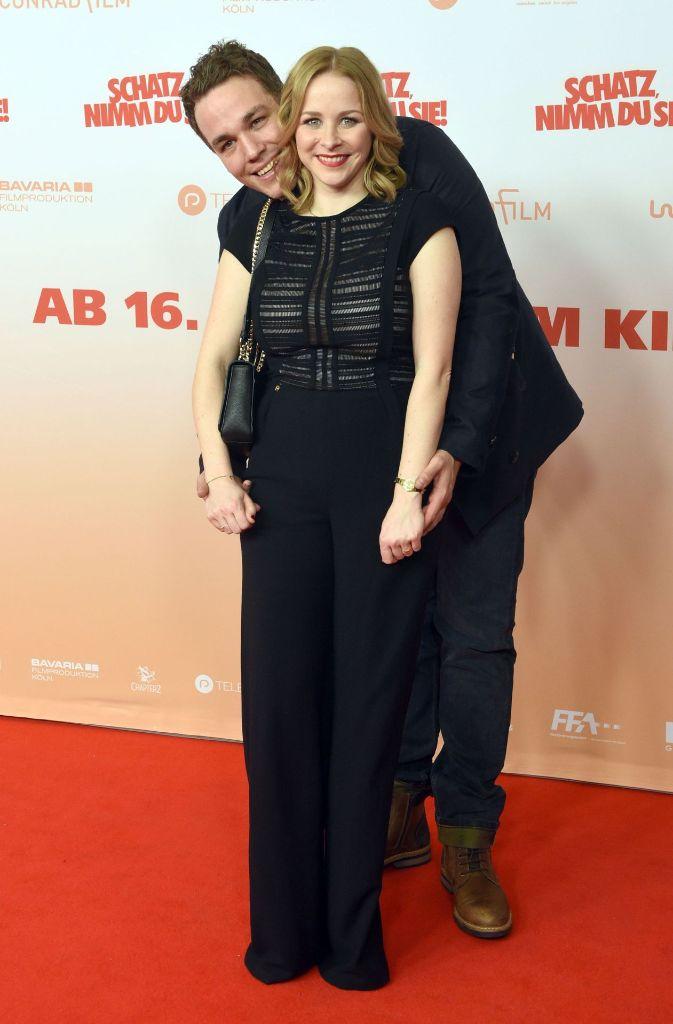 Maxim Mehmet Jasmin Schwiers Carolin Kebekus Und Axel Stein Bei Der Filmpremiere In Koln Stuttgarter Nachrichten