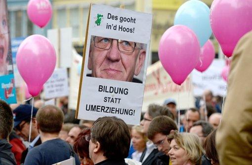 Kretschmanns Regierung im Visier: Bildungsplan-Gegner in Stuttgart Foto: dpa