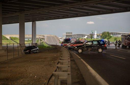 Spektakulärer Unfall fordert mehrere Verletzte