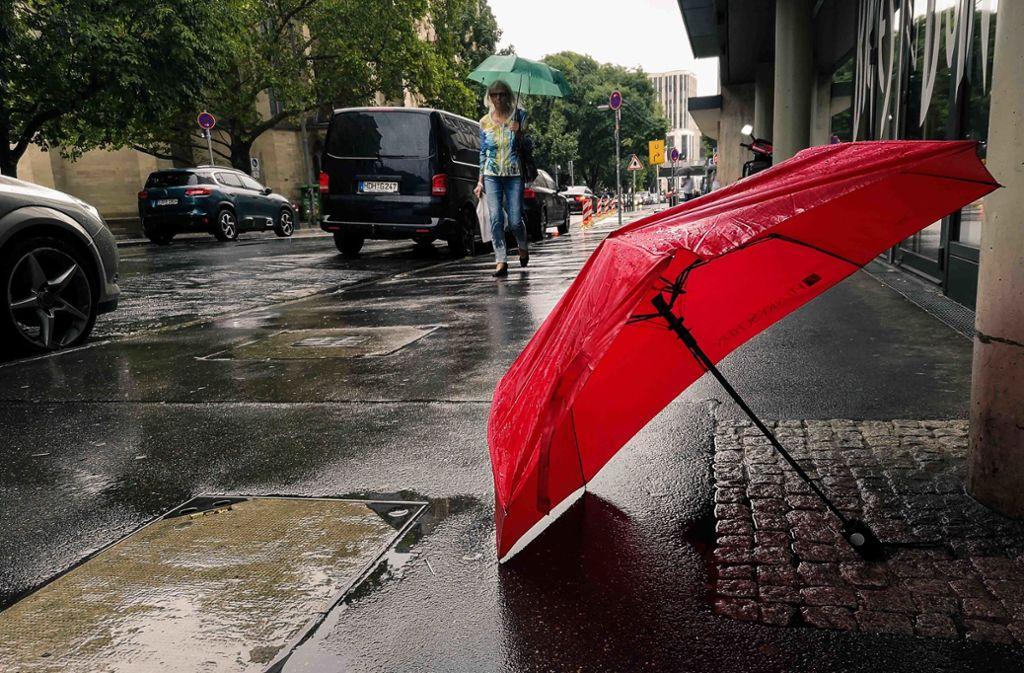 Deutschland - Wechselhaftes und regnerisches Wetter im Norden und Süden