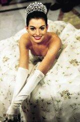 Lang ist es her: Mit 18 ist Anne Hathaway im Jahr 2001 erstmals auf der großen Kinoleinwand zu sehen. Von der romantischen Disney-Komödie Plötzlich Prinzessin bleibt im Zuschauergedächtnis nicht viel hängen - ... Foto: Verleih