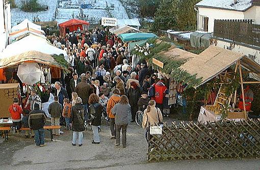 Der Gewerbe- und Handelsverein Hedelfingen - Rohracker bittet ebenfalls am b1. Dezember/b zwischen 10 und 18 Uhr zum Glühweinschlürfen auf den Kelterplatz in bStuttgart-Rohracker/b. Foto: GHV Rohracker