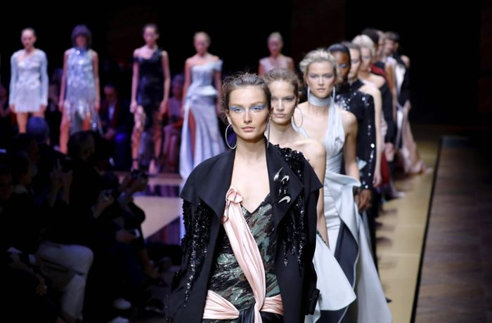Haute Couture in Paris: Versace startet soft und sexy