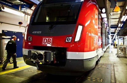 Einer von zwei ET 430, die zurzeit im S-Bahn-Werk in Plochingen stehen: Die Fahrer dürfen aber nur trockenüben, für die Fahrt im S-Bahn-Netz fehlt noch die behördliche Zulassung. Foto: Leif Piechowski