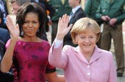 bPlatz 1:/b Bundeskanzlerin bAngela Merkel/b (rechts) ist die mächtigste Frau der Welt - und verweist US-First-Lady Michelle Obama auf den achten Platz der Forbes-Liste. Foto: dpa