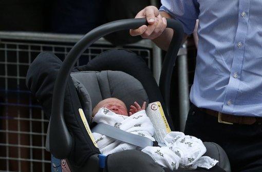 Herzogin Kate und Prinz William sind nun Eltern - und ganz Großbritannien ist glücklich. Kate hat am 22. Juli einen Jungen geboren. Der Name des kleinen Prinzen von Cambridge wurde wenig später bekannt: George Alexander Louis. Foto: AP/dpa