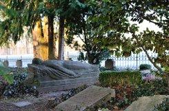 Auf der Anhöhe des Schloss Solitude im Westen der Stadt findet man den kleinen bSolitude-Friedhof/b, der 1866 als Soldaten-Friedhof angelegt wurde. Foto: Leserfotograf acht